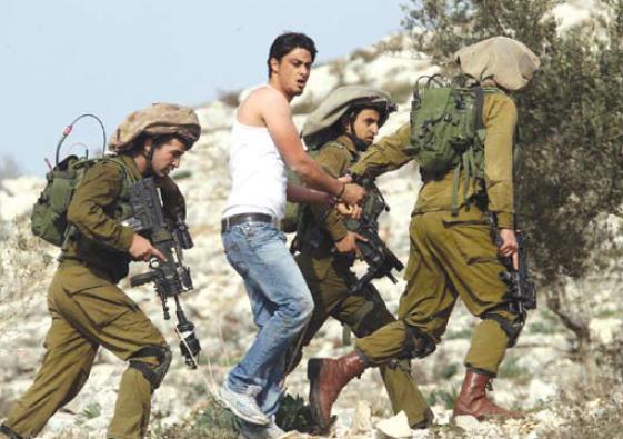 Nablus – Israeli forces arrest Palestinian