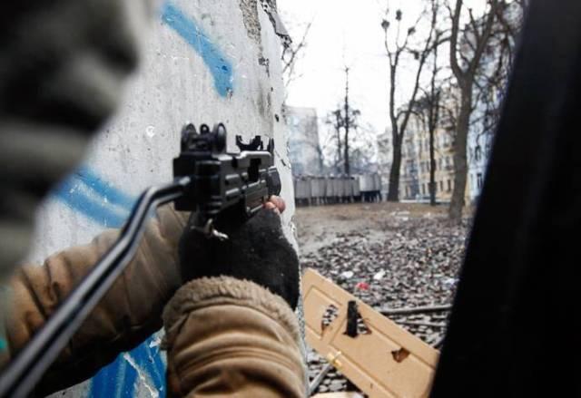 ribelle-cecchino-spara-contro-forze-di-polizia