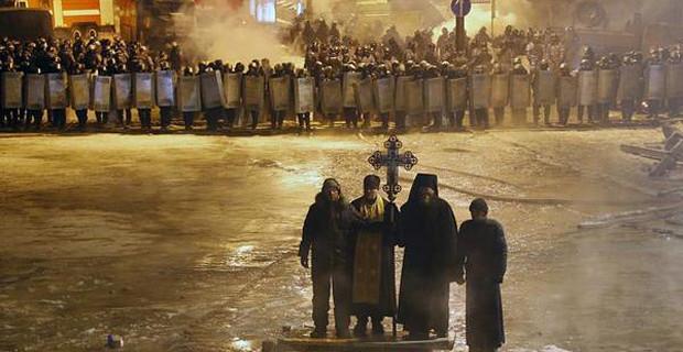 priests-Ukrainian-Riot-Police-620x320