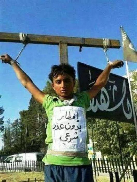 he-breaks-ramadan-ISIS-victim-Raqqa-529