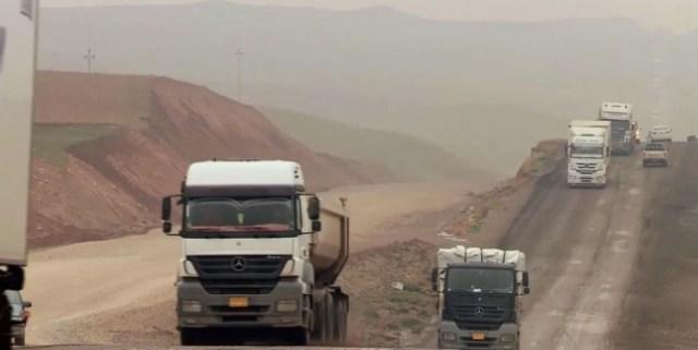 mosul-batman-oil-road-irak-trucks